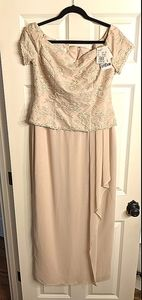 *David's Bridal* Gown Size 10 Sand